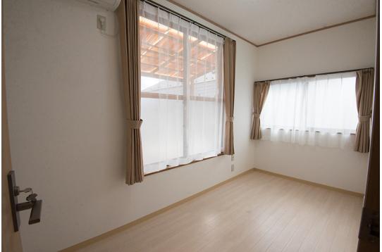 202号室の様子(折り畳みベッド付)