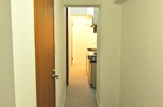 廊下は細長いです。