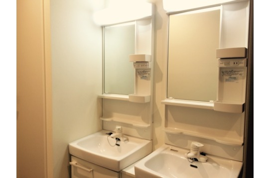 洗面台は各フロアにあります