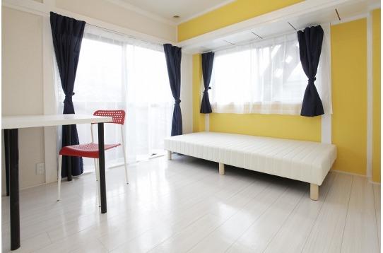302号室(ベランダ付)。6畳。3F角部屋。