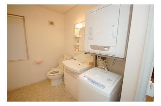 トイレ、洗面、洗濯機は並んでいます
