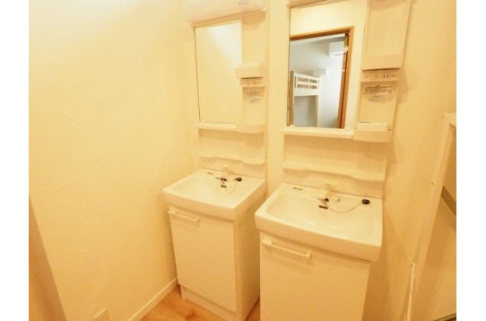 洗面台は各階にあります