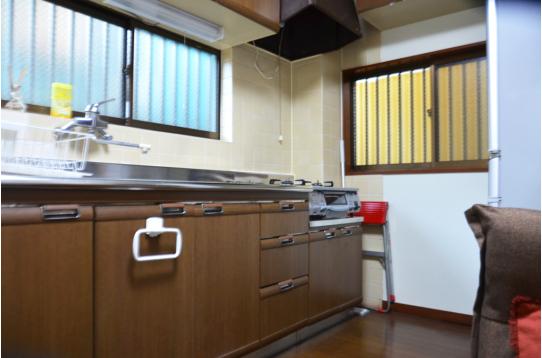 キッチンも広々〜。