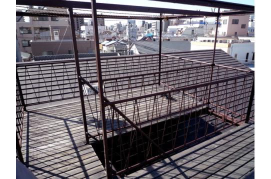 陽当たり最高の屋上スペース。
