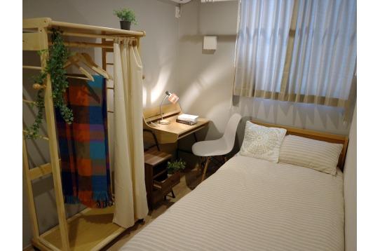 白が基調の清潔感のあるお部屋
