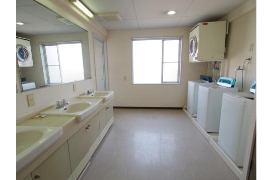 洗面所と洗濯機も各階にご用意。