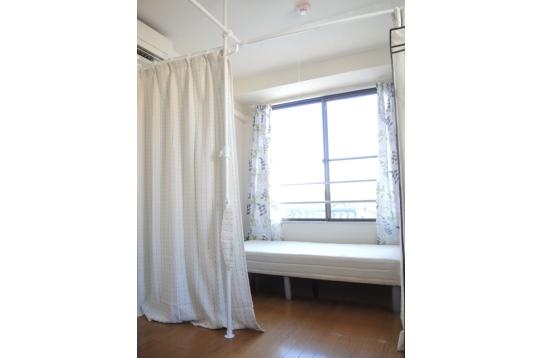 カーテンでプライベート空間を確保しています♪