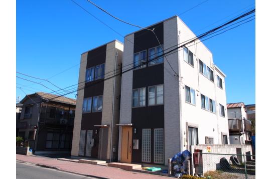 外観(右側のグレー色の建物です)