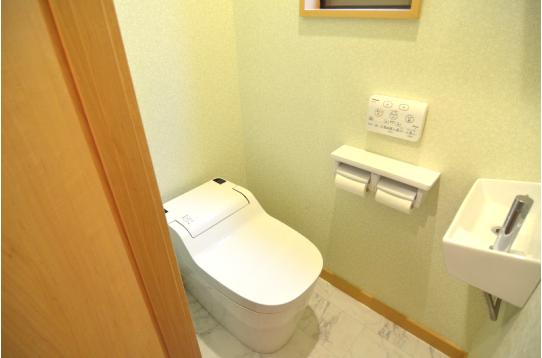 トイレは1Fと2Fにそれぞれあります