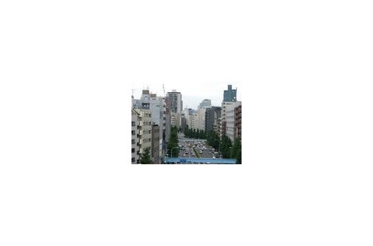 広い屋上から見た麻布十番駅