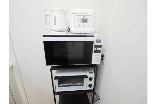 ケトル・炊飯器・電子レンジ・トースター完備です