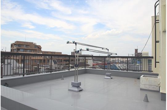屋上には物干しがあります。気持ちのいい屋上です