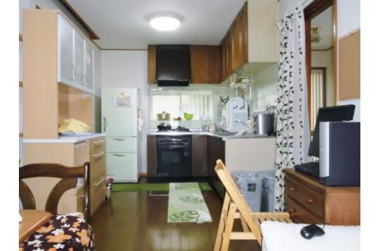 調理器具と食器等。