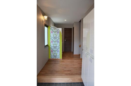 素敵な壁紙が見える玄関♪