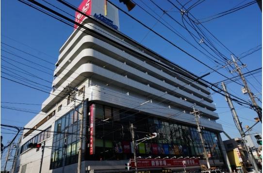 物件斜向かいの1階スーパー2階以上スポーツクラブ