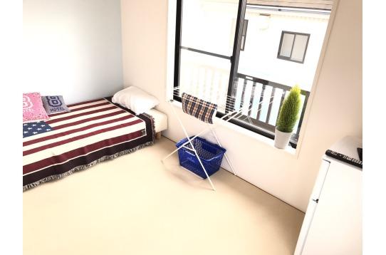 一例。ベッド、エアコンの他テレビ、冷蔵庫まで!