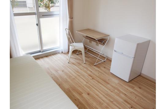 小型の冷蔵庫も全室に用意しています。