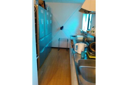 キッチン、大型冷蔵庫、IHのコンロ