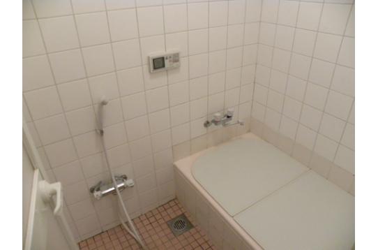 お風呂場も広いですね〜