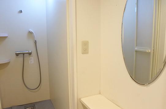 シャワールーム・浴室ともに完備