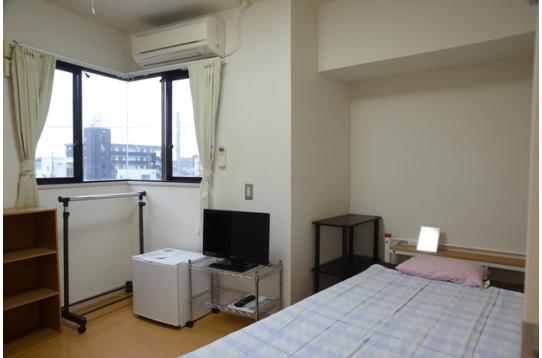 202号室。カバン1つですぐ住めます。