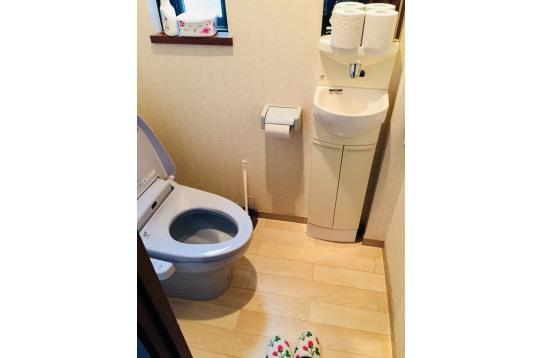 各階に小さい洗面台付きトイレあり♪