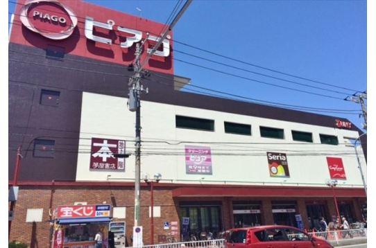 大口駅近くのスーパー。本屋もあり便利です。