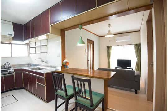 キッチン、リビングスペース