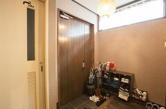玄関の様子です。個々の収納スペースがあります