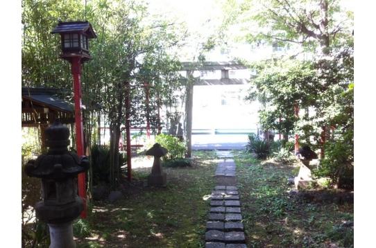 雰囲気のある神社もすぐ近く!