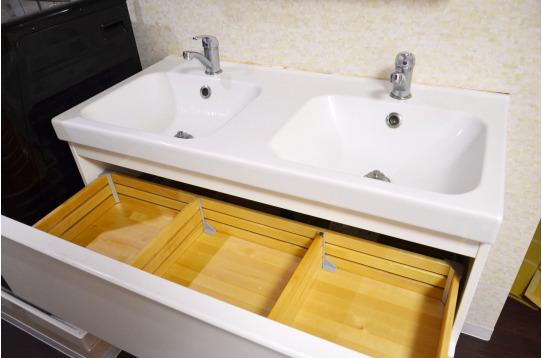 洗面台下にも嬉しい収納スペース
