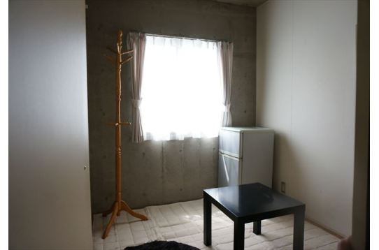 お部屋は防音もしっかりしたオシャレな感じです。