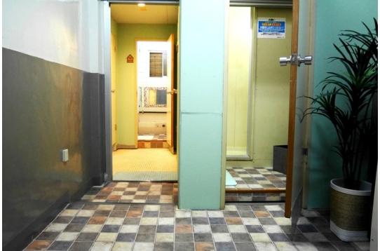 ●シャワー室(女性専用シャワーもあります)