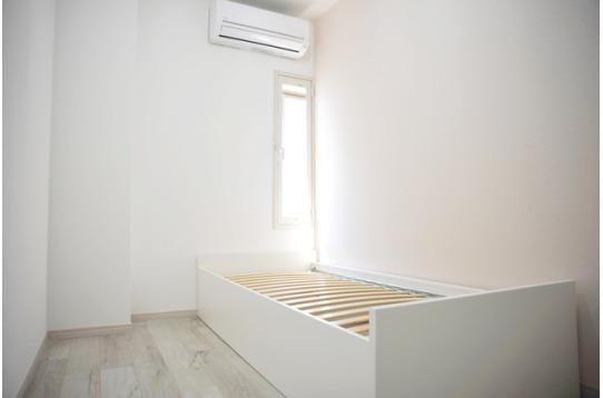 白を基調とした室内は明るく、清潔感があります