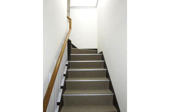 階段を上がって...
