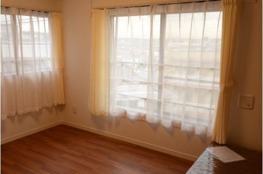 窓が二面ついたお部屋もございます