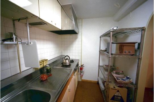 キッチン:ガスコンロ、アミ棚