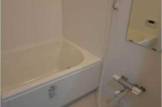 お風呂にはバスタブがあります