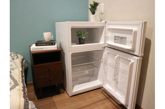 部屋毎に冷蔵庫がついています。