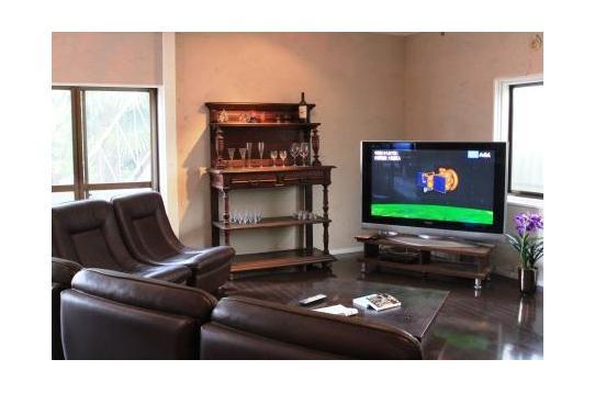 大型テレビを置いてくつろぎの空間。