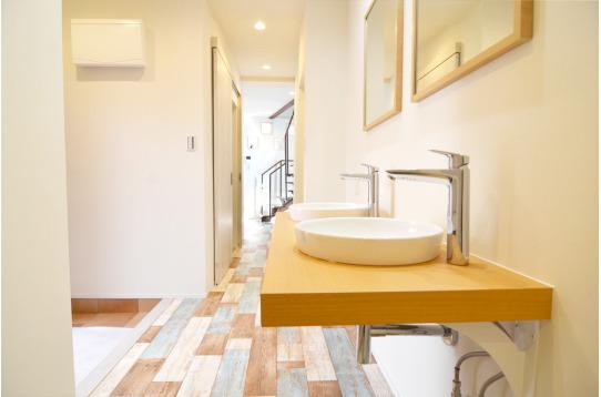 洗面台もおしゃれなデザインです