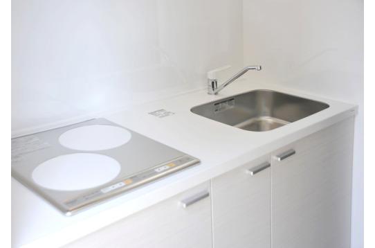 きれいなキッチンは大理石調でお手入れも簡単!