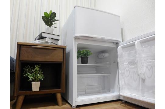 一部屋に一台ずつ冷蔵庫がついてます