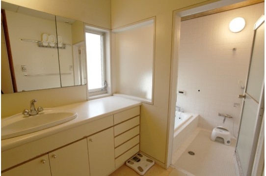 2階のお風呂と洗面台