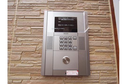 玄関には安心のセコムセキュリティ
