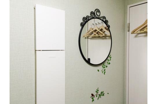 壁掛けの鏡も備え付けです