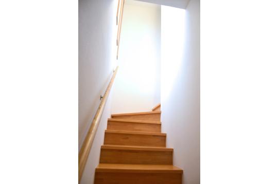 明るい階段をあがると・・・?