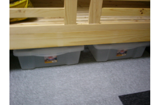 2段ベッド下、クリアケースお一人2個使用可。