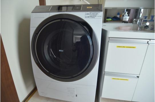 ドラム式洗濯機。乾燥機能付きです!