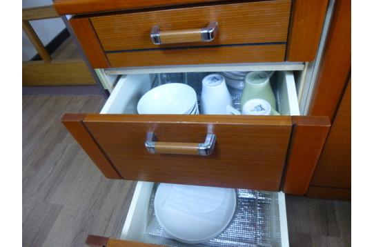 調理器具、食器類など揃っています。